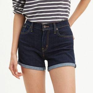 NWT Levi's Mid Length Womens Shorts